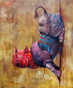 Ein Rhino mit violett- blauen Körper und rotem Kopf klebend auf der Wand.