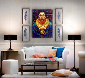 """Bild """"Indianerin"""" im Wohnzimmer über die Sofa."""