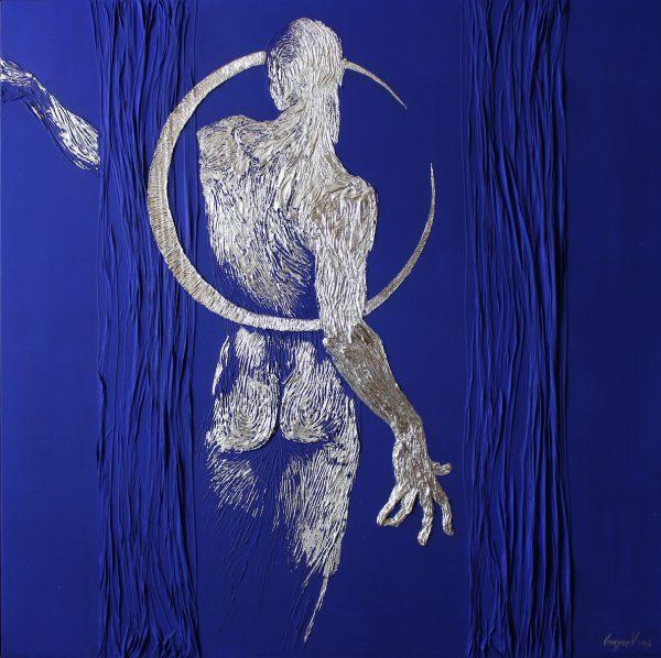 Abbildung eines Mannes auf dem kobaltblauen Hintergrund mit einem Mondumriss. Acryl, Blattsilber.