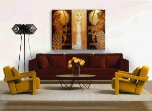 """Bild """"Weiße Lilien"""" im klassischen Interieur über die Couch."""