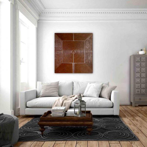 """Monochromes Bild """"Gebet"""" in Gold über die weißen Couch."""