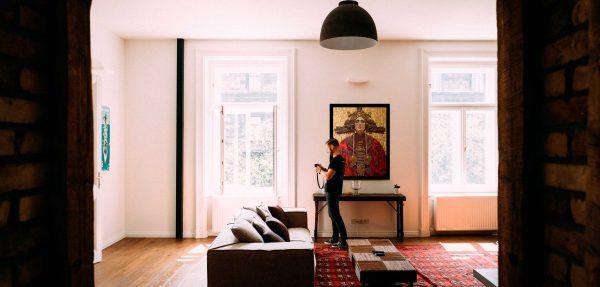 """Bild """"Sonnenpristerin"""" im Wohnzimmer."""